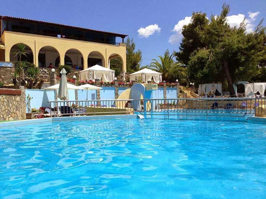 На море в Гърция - хотел Elea Village за ТРИ нощувки, закуска, вечеря, открит басейн с чадър и шезлонги, детска част и бар край него / 25.05.2019 - 14.06.2019