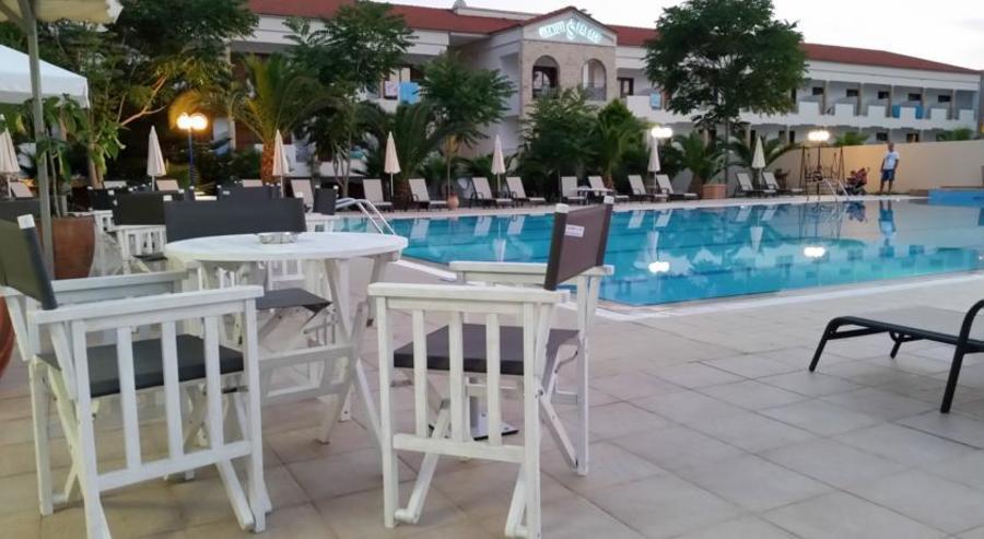 На 100 м. от морето в хотел Tresor Sousouras - Касандра, Халкидики за ТРИ нощувки, закуска, вечеря, безплатен паркинг, открит басейн с бар до него / 01.05.2019 - 23.05.2019
